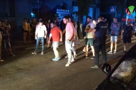 Після півночі у центрі Тернополя двоє молодиків потрапили під колеса легківки (Відео)