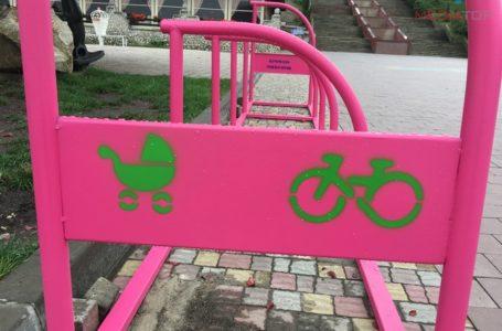 У Тернополі встановлюють парковки для дитячих колясок (Фото)