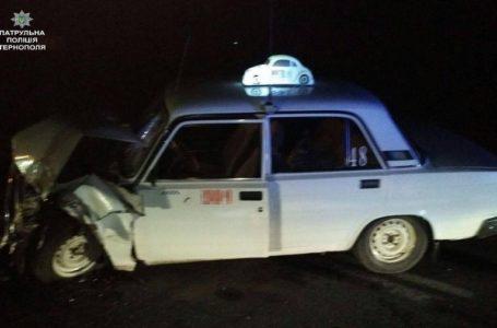 На Тернопільщині «швидка» злетіла з дороги через таксиста (Фото)