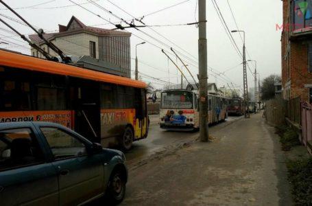 У Тернополі зупинилися всі тролейбуси, бо зникла напруга (Оновлено)