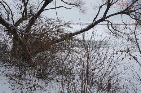 На Тернопільщині чоловіки виїхали на кригу ставка, і потонули