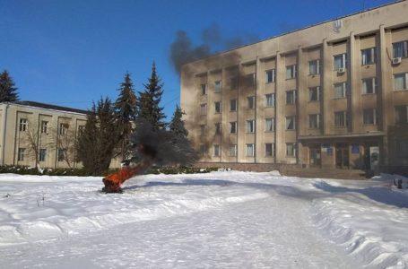 Під Бережанською РДА горять шини (фото)