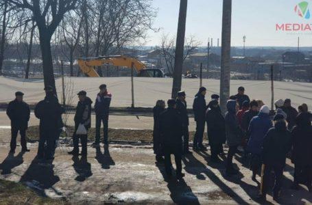Сотня тернополян протестують проти забудови на вулиці Довженка (Фото)