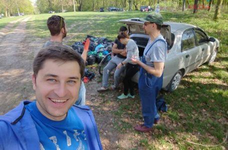 Тернополянин зібрав команду і прибрав парк (Фото)