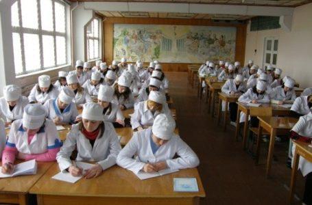 Студентам та викладачу Кременецького медучилища погрожували пістолетом