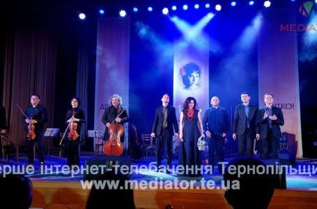 «Браво!» – після кожної композиції. У Тернополі Оксана Муха зібрала аншлаг (Фото)