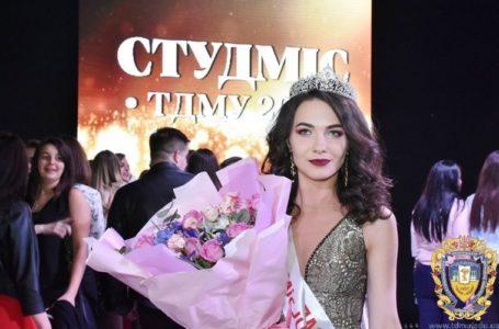 Красуні в білих халатах: у Тернополі обрали міс медуніверситету (Фото)