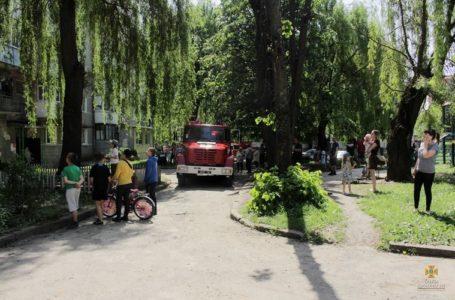 У Тернополі з палаючої квартири врятували чоловіка (Фото)