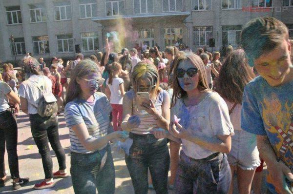 У старовинному містечку Збаражі організували свято фарб (Фото)