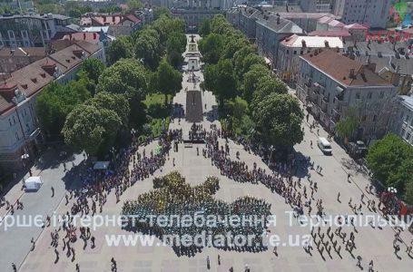 Карту України тернопільських військовослужбовців зняли з висоти пташинного польоту (Відео)