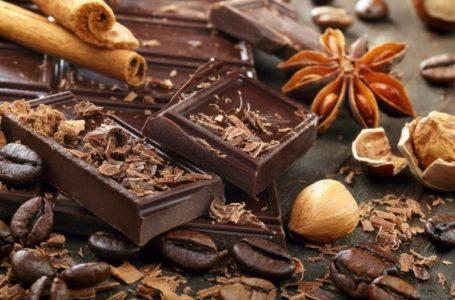 Шоколад є по-різному корисним для чоловіків і жінок