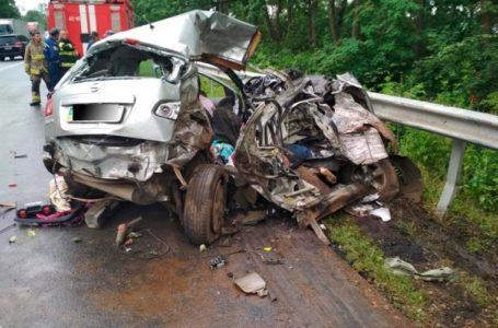Двоє загиблих та двоє травмованих: на Тернопільщині ДТП з військовим автомобілем (Фото)
