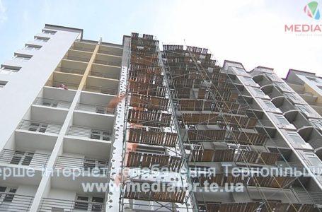 У Тернополі будівельник розбився, випавши з другого поверху
