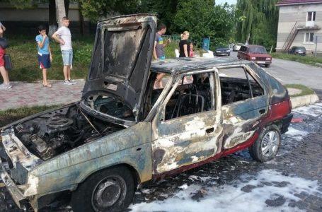 У Зборові через коротке замикання електромережі згорів автомобіль