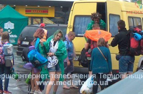 Півдоби в дорозі: з фестивалю «Файне місто» роз'їжджаються туристи  (Відео)
