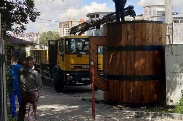 У Тернополі на Збаразькому кільці демонтували тимчасові споруди