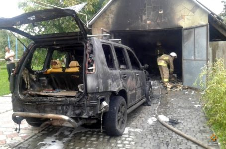 На Тернопільщині у приватному гаражі згорів автомобіль «Nissan X-Trail»