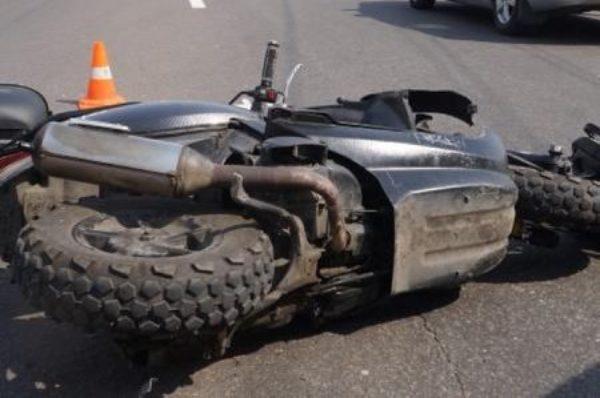 На Тернопільщині водій скутера на швидкості випав з сидіння, хлопець у реанімації