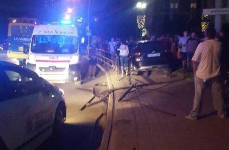 У центрі Тернополя п'яна водійка знесла огорожу та вилетіла на тротуар (Фото)
