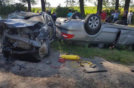 Біля Бучача дві автівки злетіли у кювет: водій загинув, двоє дітей у лікарні (Фото. ОНОВЛЕНО)