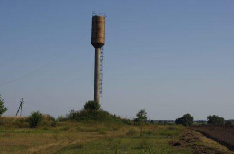Аварійну водонапірну вежу просить демонтувати зі свого подвір'я житель Гусятинщини