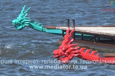 Хвилі Тернопільського ставу розсікали драгонботи (Відео)