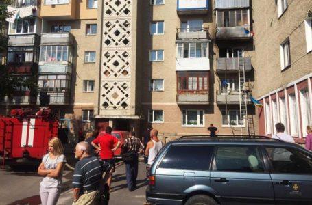 У Тернополі врятували чоловіка, який підпалив себе у власній квартирі (Фото)
