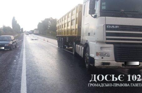 На Тернопільщині вантажівка переїхала велосипедиста. Потерпілий – у реанімації