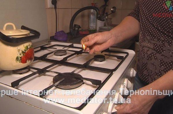 Понівечене обличчя через витік газу: у Чорткові три роки шукають винних (Відео)