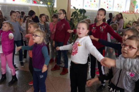 Замість перерви, у школі на Тернопільщині – запальні танці (Наживо)