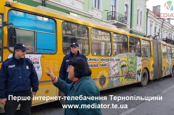 Тернополяни  активно виготовляють «Файні карти». За день 150 заяв (Відео)