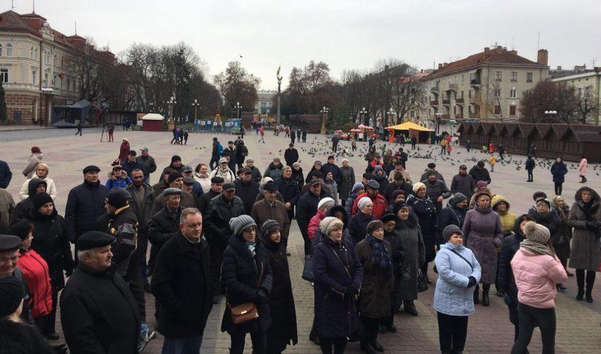 Тернополяни втретє зібрались на транспортне віче (НАЖИВО)