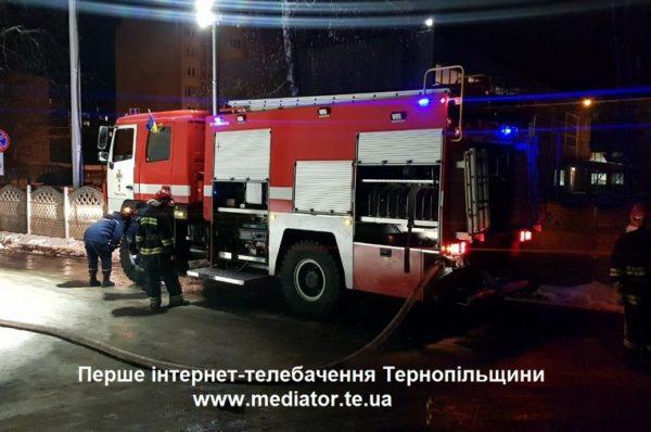 На Чортківщині у гаражі згорів автомобіль