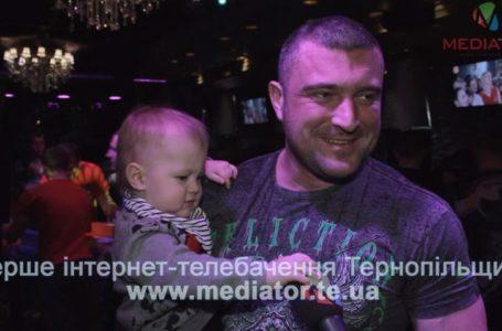 Народжений перемагати: прагнення Андрія Пушкаря втілюватимуть його учні і маленький син (Відео)