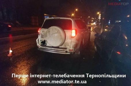 У Тернополі ДТП: від удару пішохода викинуло на узбіччя (Фото +18)