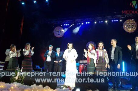 На концерті Оксани Мухи тернополяни колядували стоячи (Фото)