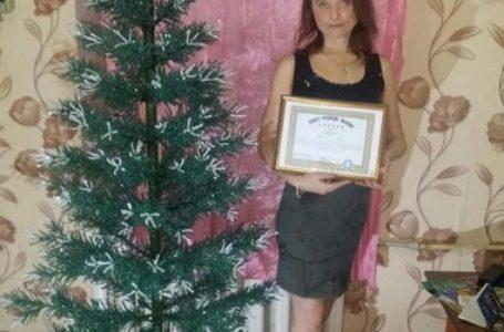 Тернополянка сторила рекордну ялинку з 20 кг бісеру (Фото)