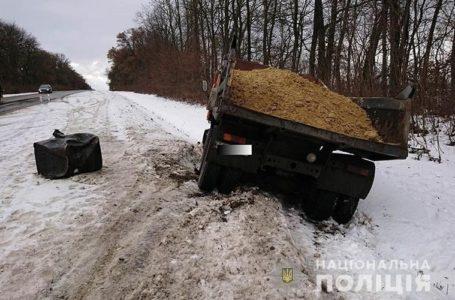 На Тернопільщині іномарка в'їхала в КамАЗ, пасажирка легківки – в реанімації