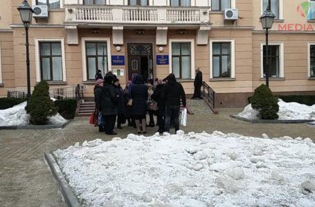 Захисники аптеки протестують під стінами Тернопільської міськради (НАЖИВО)