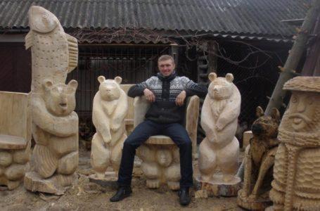 На Тернопільщині чоловік з пеньків майструє дивовижні скульптури (Фото)