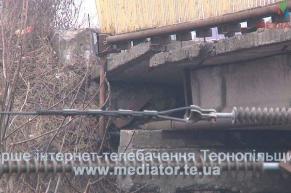 «Будувати є кому – грошей нема», –  Гаївський міст може затріщати (Відео)