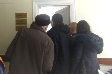 У тернопільській поліклініці люди із «живої» черги накинулися на жінку, яка записалася до лікаря онлайн (Відео)