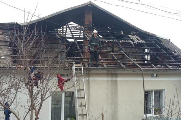 Родина з Теребовлі, у якої згорів будинок, потребує допомоги