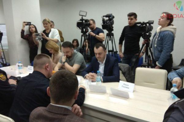 Нетверезий член комісій та кілька сфотографованих бюлетенів. Вибори на Тернопільщині (Відео)