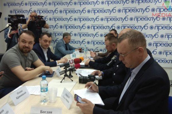 Не вистачає бюлетенів та кабінок. Як розпочались вибори на Тернопільщині (НАЖИВО)