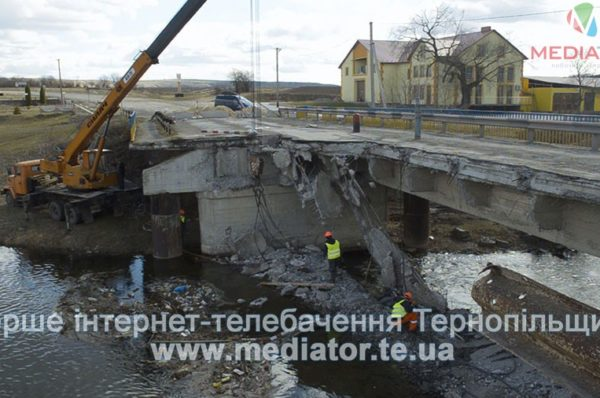 На Тернопільщині аварійний міст замінять на металевий (Відео)