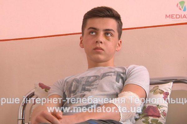 Зі школи з переламаним носом. На Тернопільщині юнак побив одинадцятикласника (Відео)
