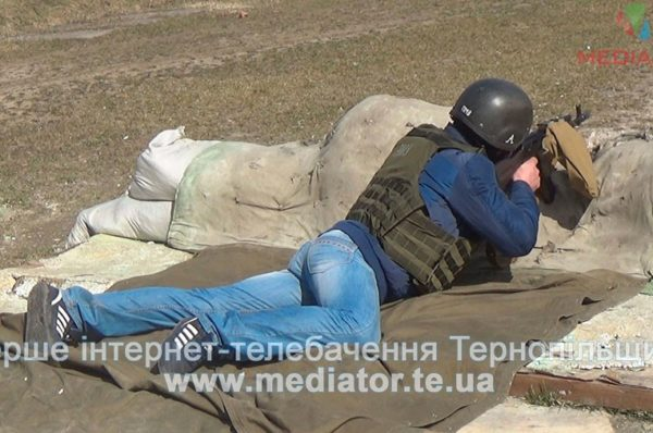 Жителів Тернопільщини вчили вправлятися зі зброєю (Відео)