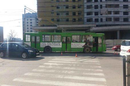 На Бандери тролейбус збив 80-річного чоловіка