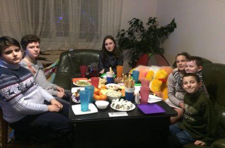 На Тернопільщині вихованці інтернатів святкують Великдень у родинах